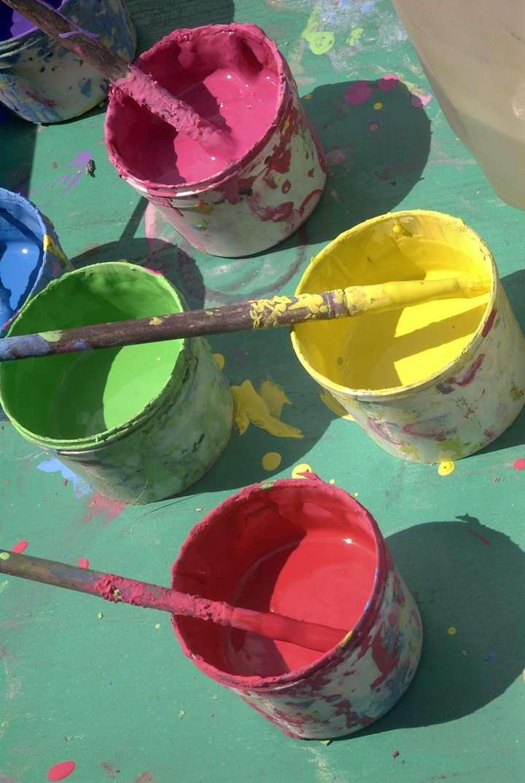 Farbtöpfe mit Fingerfarbe